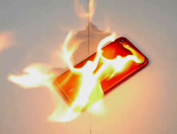 Краштест в стиле Note 7: красный iPhone 7 подожгли