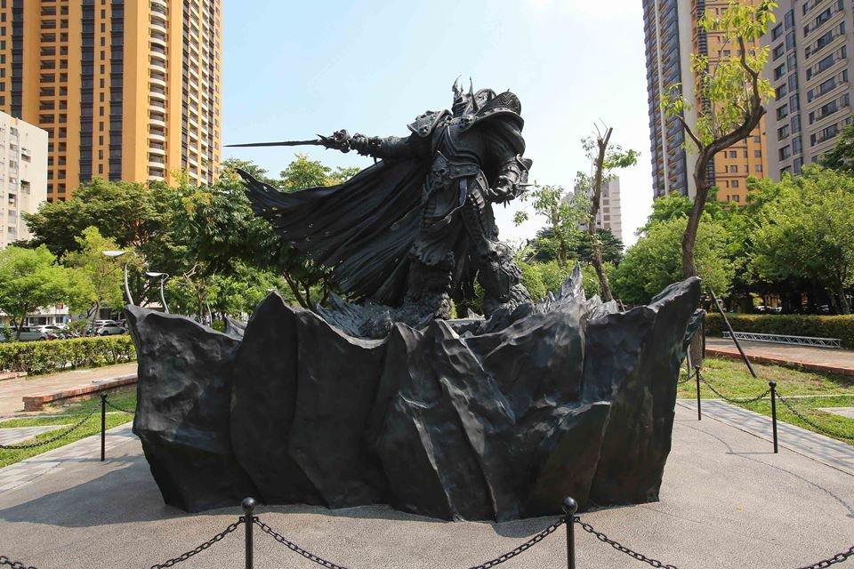 Blizzard показала процесс создания четырехметровой статуи Артаса - Изображение 1
