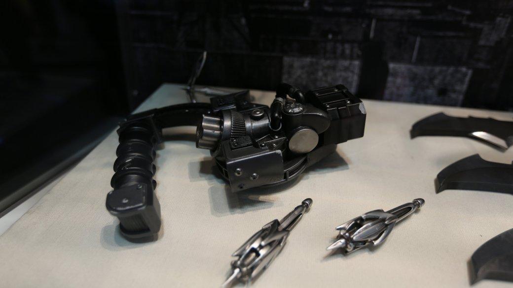 Костюмы, гаджеты и фигурки Бэтмена на Comic-Con 2015 - Изображение 4