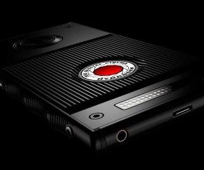 Смартфон RED Hydrogen One с «3D-экраном» поступит в продажу летом