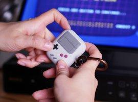 Дайте два: чехол для AirPods ввиде Nintendo Game Boy стоит 900 рублей