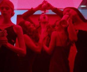Вышел новый клип «Вояж» группы «Ленинград» от режиссера «Хардкора»