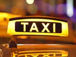 Названы самые дешевые сервисы заказа такси вМоскве иСанкт-Петербурге