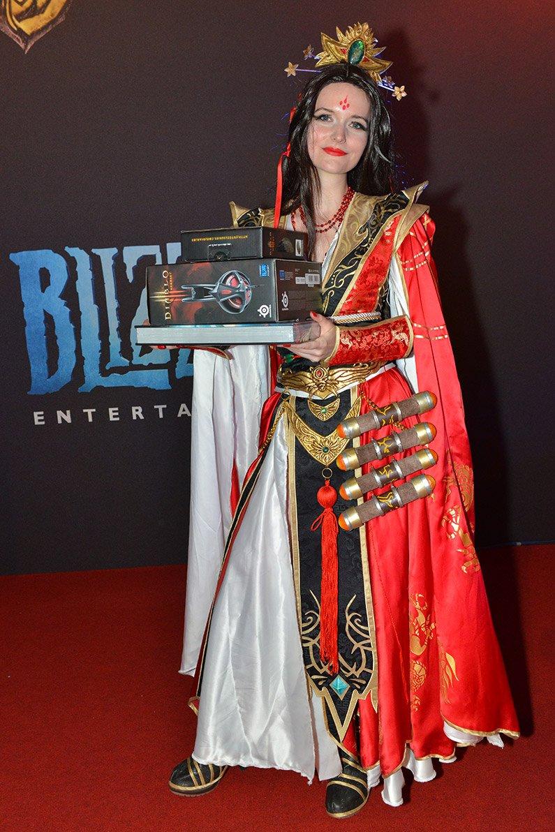 Лучшие костюмы со стенда Blizzard на Gamescom 2013 | Канобу - Изображение 2