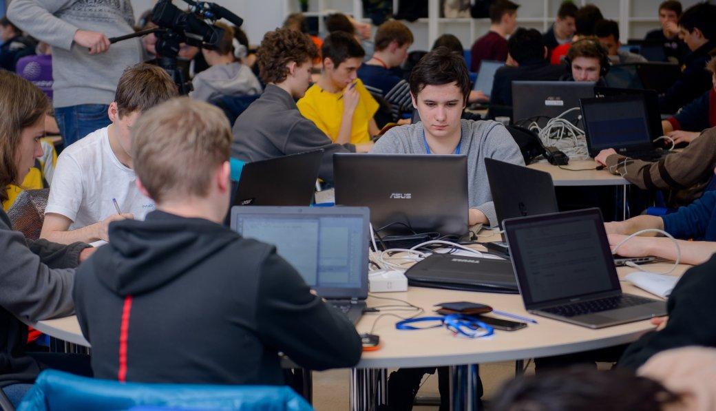 Школьники предсказали результаты матчей по Dota 2. Победителям достались ноутбуки, iPhone X и iPad. - Изображение 1
