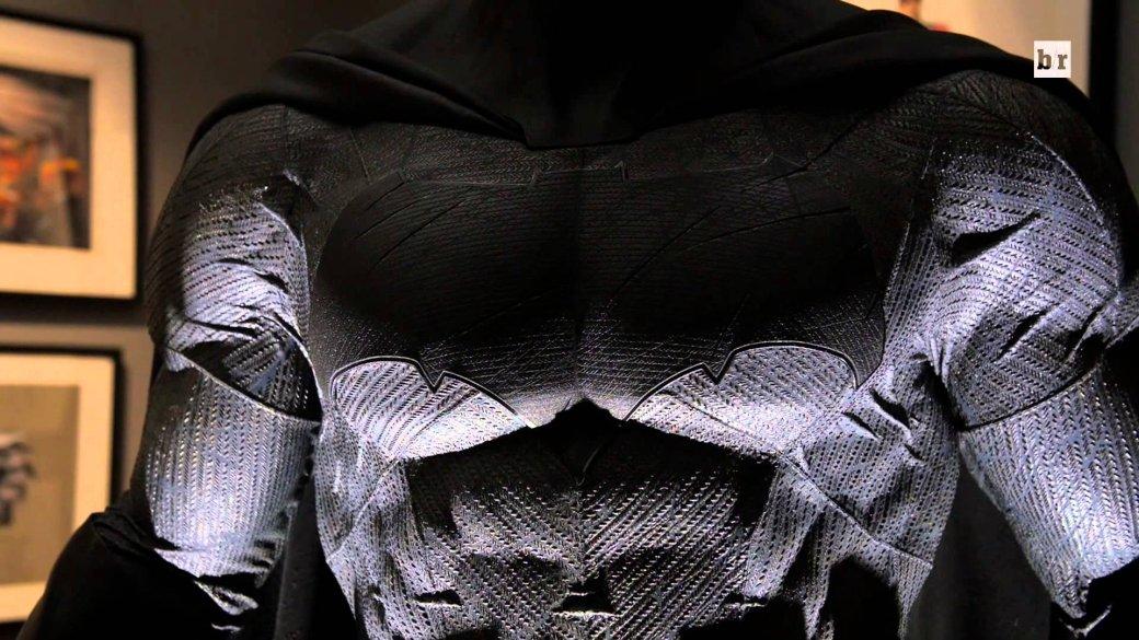 Костюмы, гаджеты и фигурки Бэтмена на Comic-Con 2015 | Канобу - Изображение 26