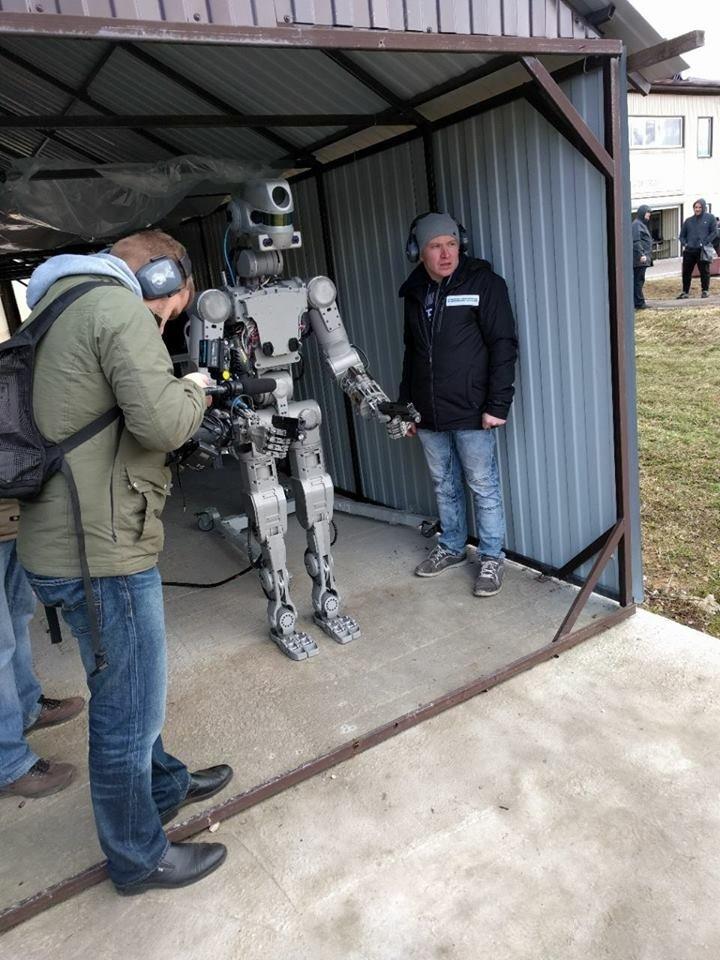 Человечество обречено: российского робота научили стрелять сдвух рук | Канобу - Изображение 10568