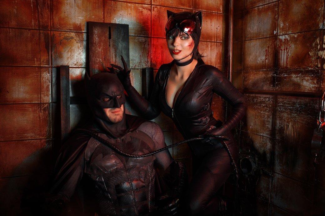 Бэтмен спасает Женщину-кошку из плена Загадочника в новом косплее | Канобу - Изображение 7