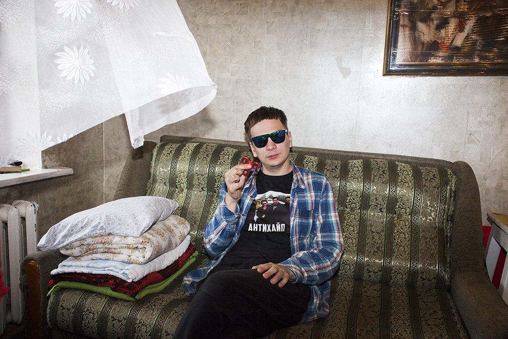«Хованский— лучший русский блогер»: Гнойный дал интервью вовремя уборки квартиры. - Изображение 1