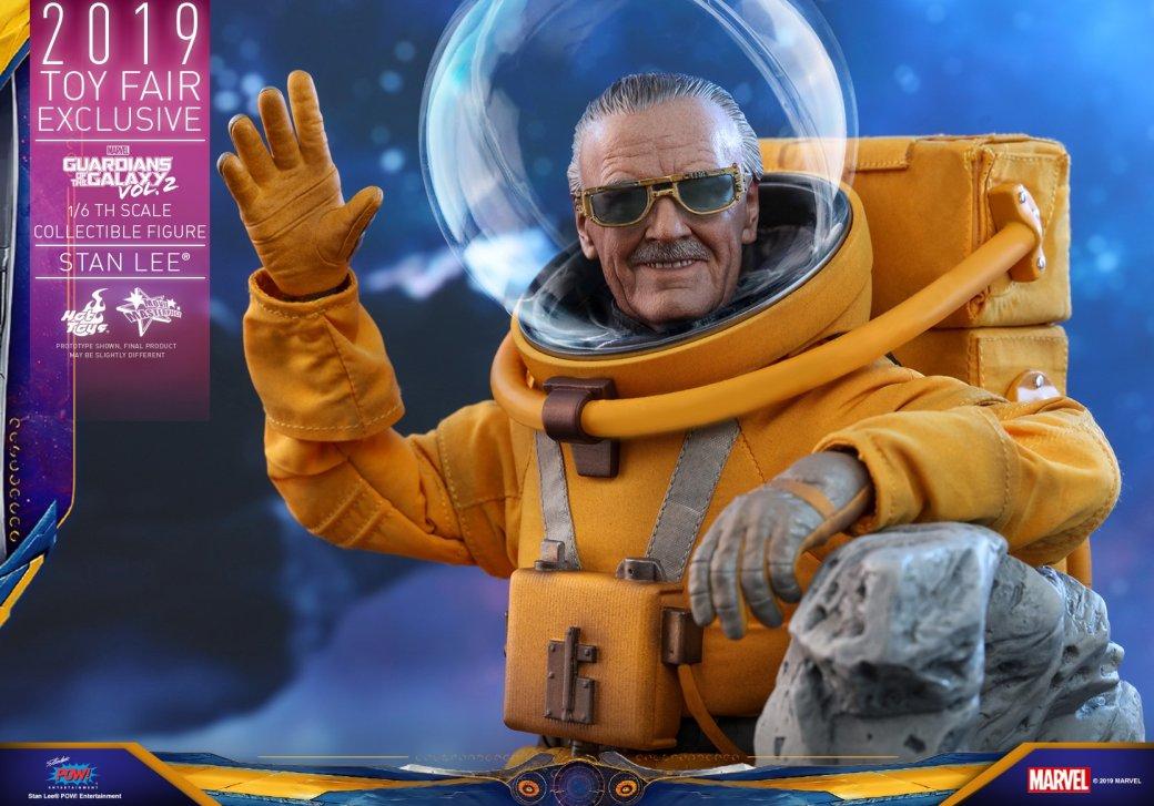 Hot Toys выпустит экшен-фигурку Стэна Ли из «Стражей галактики 2». Она выглядит потрясающе!    Канобу - Изображение 2